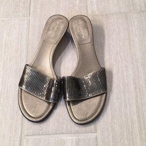 Liz Claiborne Flex metallic sandal, 8.5M